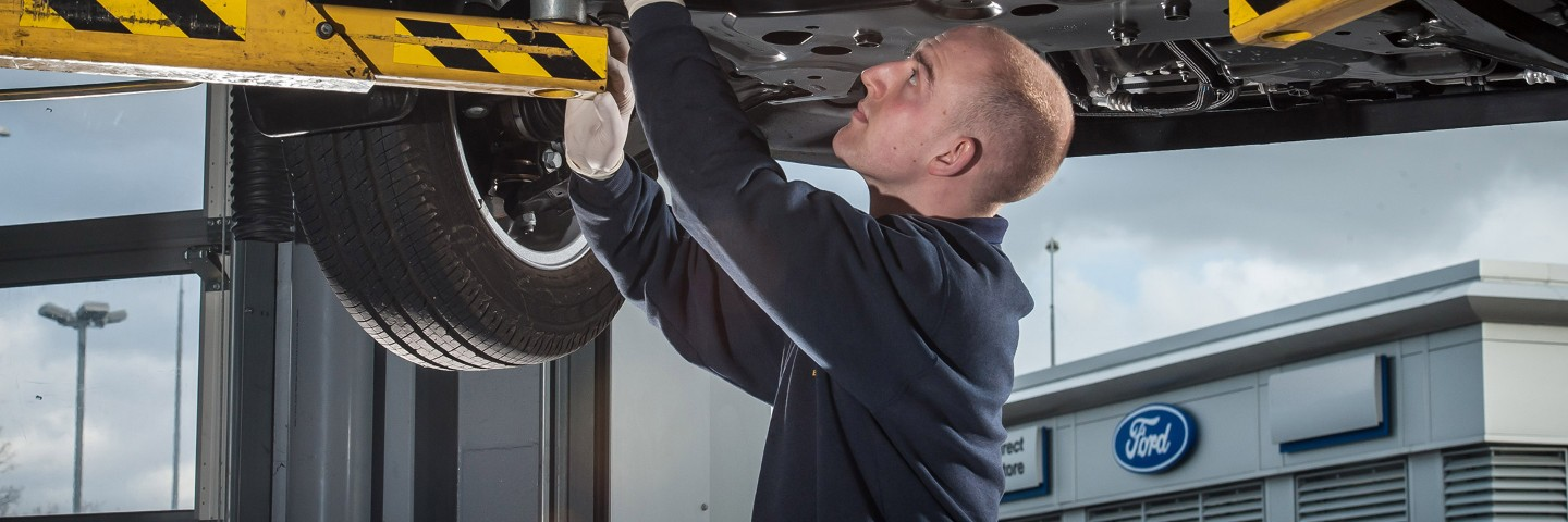 Ford Repair Shop >> Vehicle Service Why Ford Should Service Your Vehicle Ford Uk